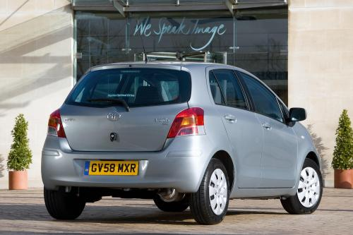 Toyota Yaris (2009) - picture 16 of 25